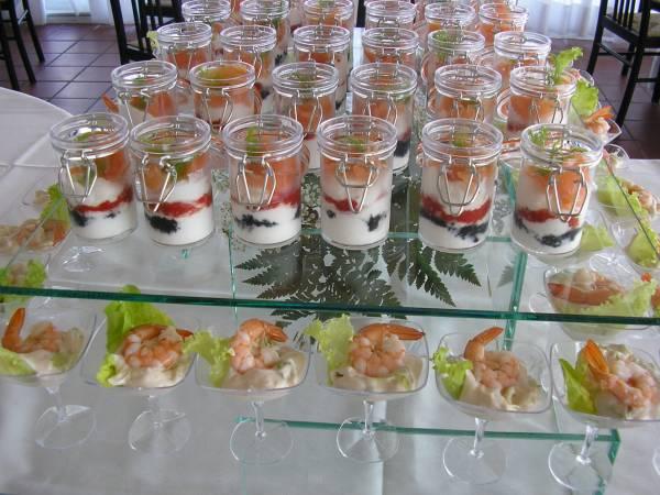 Panna acida,caviale rosso,nero,salmone affumicato