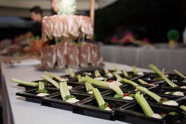 Costoline di sedano con gorgonzola dolce